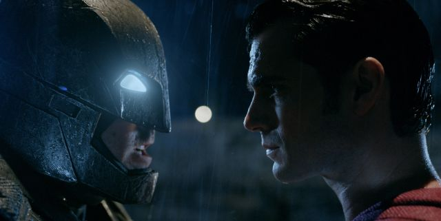 New Batman v Superman Trailer Officially Rated