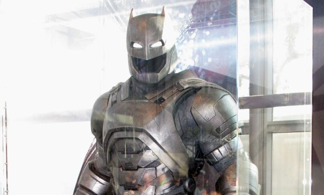 Batman v Superman Action Figures and Accesories Revealed!