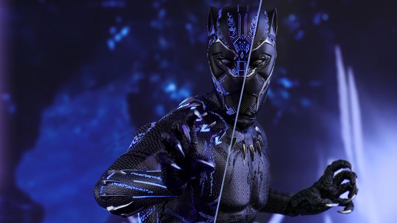 black panther hot toy 1 - The Black Panther Hot Toy Steps Into the Spotlight