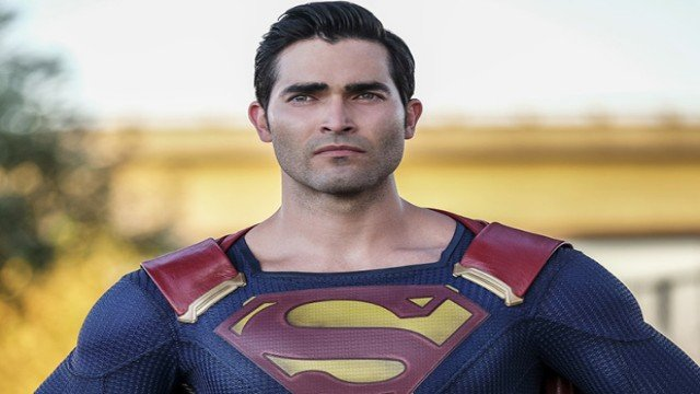 Superman Wears New Suit in Arrowverse Crossover.
