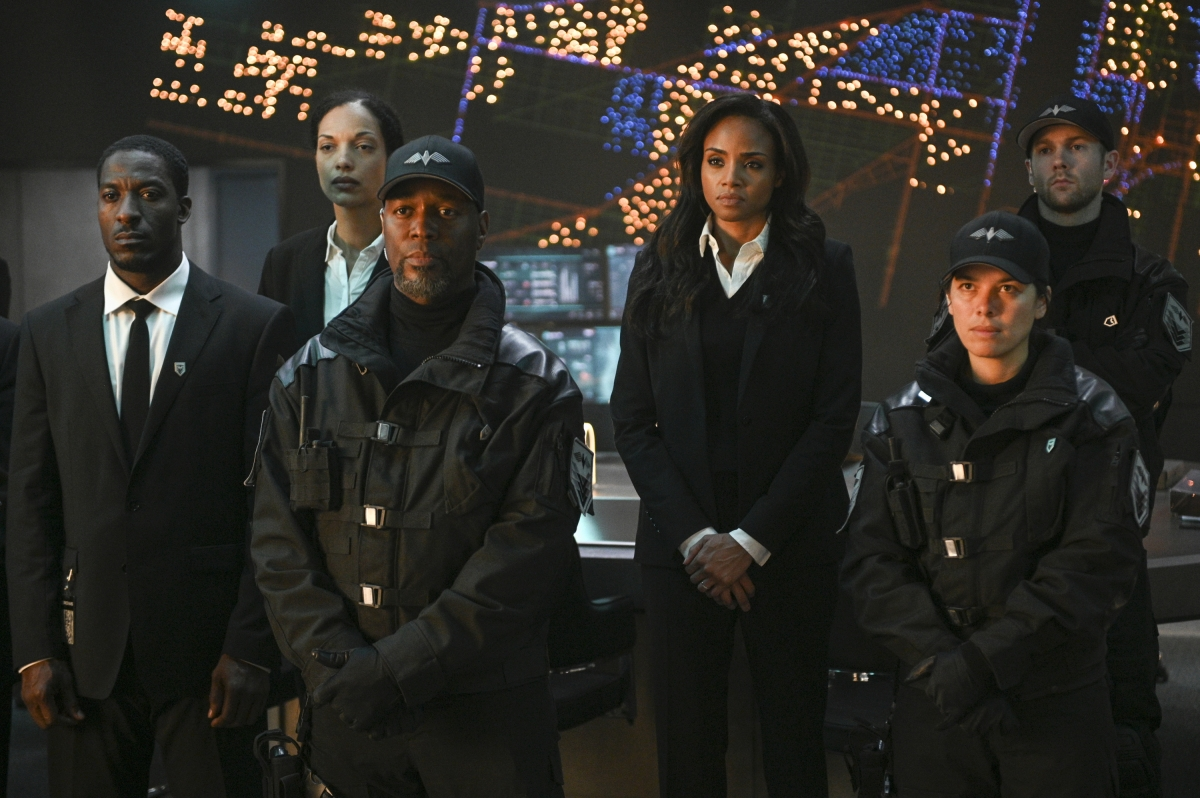 "Batwoman --""The Rabbit Hole"" -- Image Number: BWN102c_0733.jpg -- Pictured (center): Meagan Tandy as Sophie Moore -- Photo: Sergei Bachlakov/The CW -- © 2019 The CW Network, LLC. All Rights Reserved."